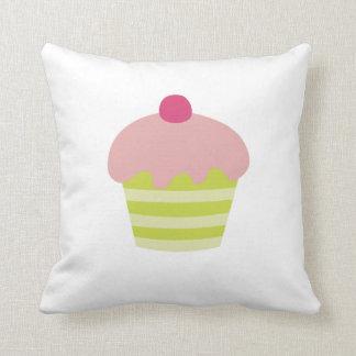 ピンクのアイシングのカップケーキ クッション