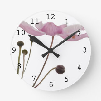 ピンクのアネモネの花 ラウンド壁時計