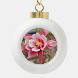 ピンクのオダマキ(植物) セラミックボールオーナメント