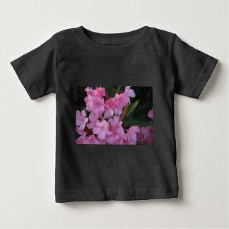 ピンクのオレアンダー ベビーTシャツ