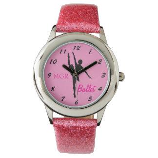ピンクのカスタムなイニシャルのバレエダンサーのシルエット 腕時計