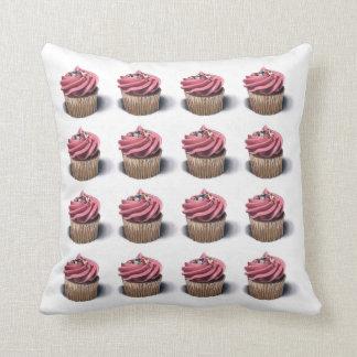 ピンクのカップケーキの芸術の枕 クッション
