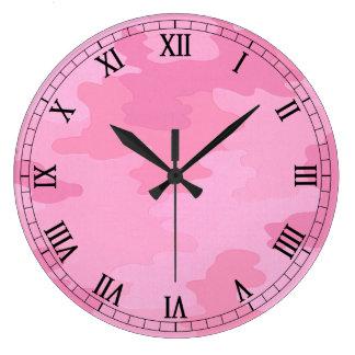 ピンクのカムフラージュの円形のローマ数字の時計 時計