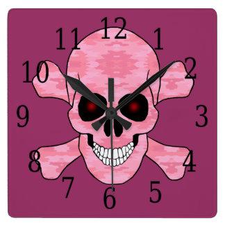 ピンクのカムフラージュの赤い目のどくろ印の時計 クロック