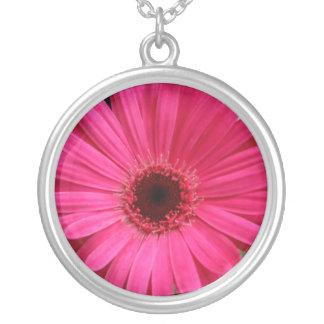 ピンクのガーベラのデイジーのネックレス シルバープレートネックレス