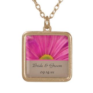 ピンクのガーベラのデイジーの結婚式のネックレス ゴールドプレートネックレス