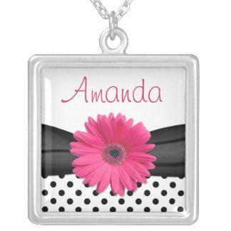 ピンクのガーベラのデイジーの黒の水玉模様のネックレス シルバープレートネックレス