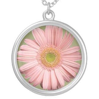 ピンクのガーベラのネックレス シルバープレートネックレス