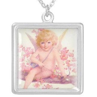 ピンクのキューピッドのネックレス シルバープレートネックレス
