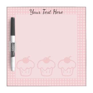 ピンクのギンガムおよびカップケーキのホワイトボード ホワイトボード