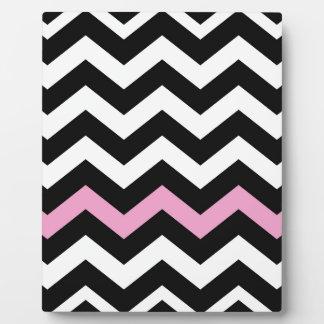 ピンクのクラシックな白黒ジグザグ形 フォトプラーク