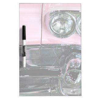 ピンクのクラシックな車 ホワイトボード
