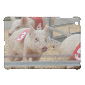 ピンクのコブタ第3を競争させているブタ iPad MINIカバー