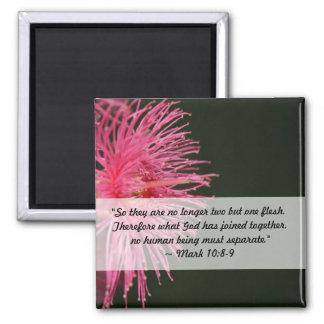 ピンクのゴムの木の花の結婚式の聖書の引用文 マグネット