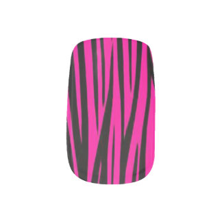 ピンクのシマウマのストライブ柄のデザインのネイルアート ネイルアート