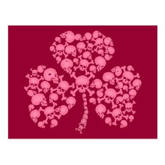 ピンクのシャムロックのスカル ポストカード