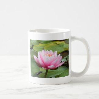 ピンクのスイレンのマグ コーヒーマグカップ