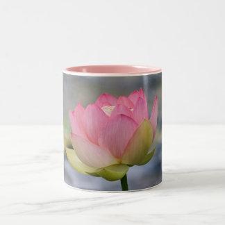 ピンクのスイレン ツートーンマグカップ