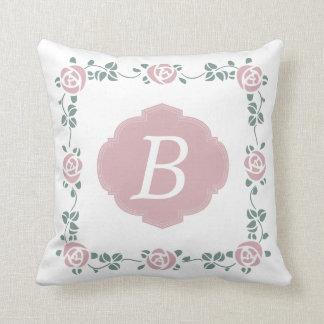 ピンクのステンシルバラおよびモノグラムの枕 クッション