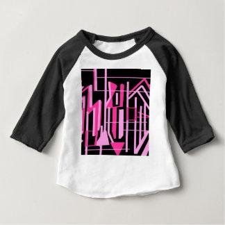 ピンクのストライブ柄およびラインデザイン ベビーTシャツ