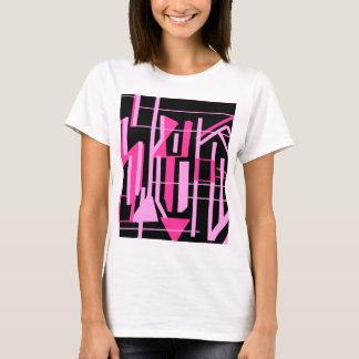 ピンクのストライブ柄およびラインデザイン Tシャツ