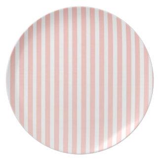 ピンクのストライブ柄のエレガントな乳白色のプレート プレート
