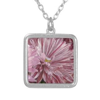 ピンクのストライプのな花 シルバープレートネックレス