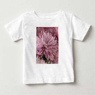 ピンクのストライプのな花 ベビーTシャツ