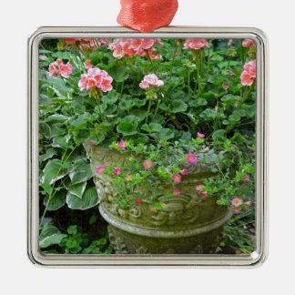 ピンクのゼラニウムの花プランター メタルオーナメント
