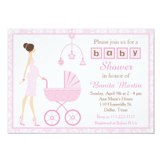 ピンクのダマスク織のブルネットの期待の女の子のベビーシャワー カード