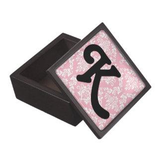 ピンクのダマスク織のプリントのモノグラムのイニシャルの商品 ギフトボックス