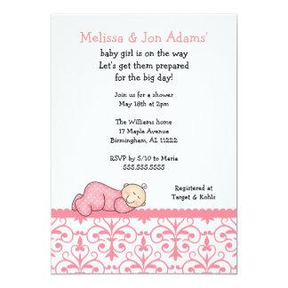 ピンクのダマスク織の女の赤ちゃんのシャワーの招待 カード