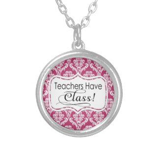 ピンクのダマスク織、先生にクラスがあります シルバープレートネックレス