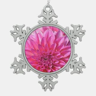 ピンクのダリアの花のプリントのクリスマスのオーナメント スノーフレークピューターオーナメント