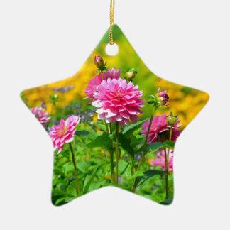 ピンクのダリアの花園 陶器製星型オーナメント