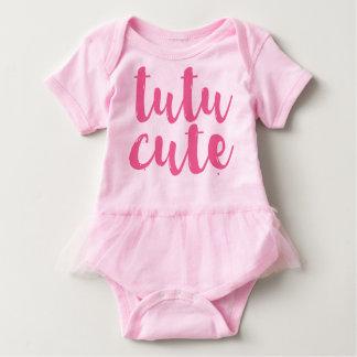 ピンクのチュチュのかわいい女の赤ちゃんのチュチュのロンパース ベビーボディスーツ