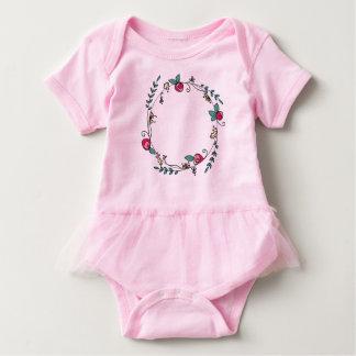 ピンクのチュチュのバラのつぼみの円 ベビーボディスーツ