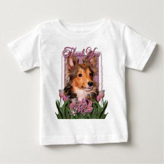 -ピンクのチューリップ-シェットランド・シープドッグの子犬-たる製造人ありがとう ベビーTシャツ