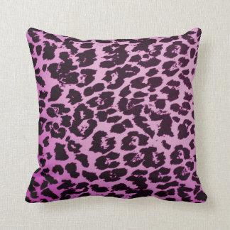 ピンクのチータの装飾用クッション クッション