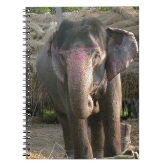 ピンクのティアラを持つアジアゾウ ノートブック