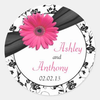 ピンクのデイジーの白黒の花柄の結婚式用シール ラウンドシール