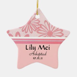ピンクのデイジーの花の採用の発表 セラミックオーナメント