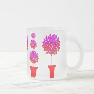ピンクのデイジーの装飾刈り込み法 フロストグラスマグカップ