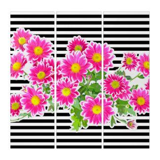 ピンクのデイジー、星状体の花束、白い狭いところのストライブ柄 トリプティカ