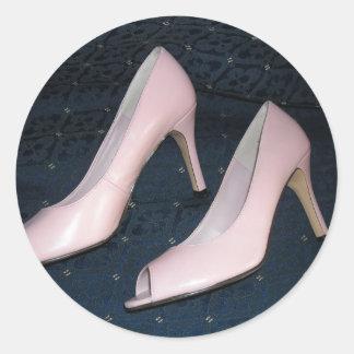 ピンクのハイヒールのポンプか靴 ラウンドシール