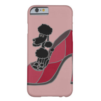 ピンクのハイヒールの靴に坐っている黒いプードル BARELY THERE iPhone 6 ケース