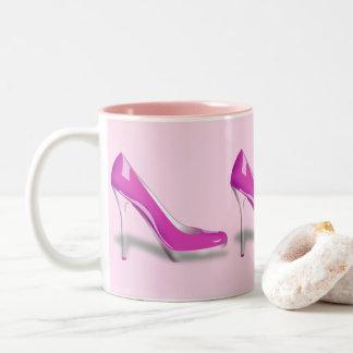 ピンクのハイヒールの靴のデザイン ツートーンマグカップ