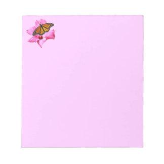 ピンクのハイビスカスの花のマダラチョウ ノートパッド