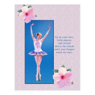 ピンクのハイビスカスの花を持つバレリーナ ポストカード