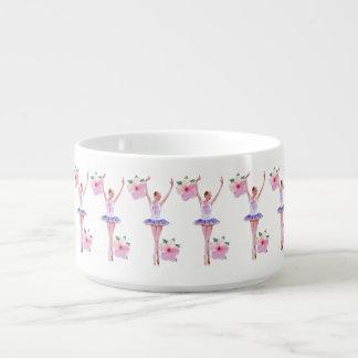 ピンクのハイビスカスを持つバレリーナによってはカスタマイズ可能が開花します チリボウル